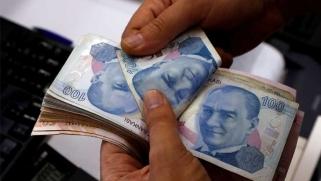 تركيا: هبوط الليرة وارتفاع تكلفة التأمين على الديون السيادية ضد مخاطر التخلف عن السداد