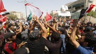 تظاهرات العراق: تمديد حظر التجوال في البصرة… وكرّ وفرّ في بغداد