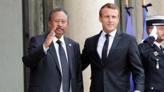 في باريس.. حمدوك ينال دعم ماكرون ويلتقي زعيما للمتمردين بدارفور
