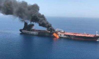 حديث عن هجوم صاروخي وعمل إرهابي.. انفجار وأضرار بالغة بنقالة إيرانية قرب مدينة جدة