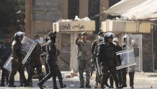 العراقيون يخوضون معركة الجسور ملوّحين بالعصيان المدني