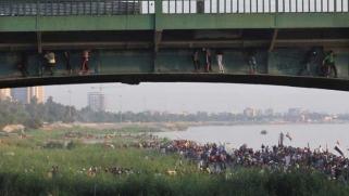 في اليوم العاشر.. حقول النفط والجسور هدف لمظاهرات العراق