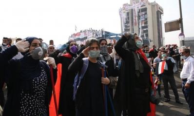 مشاركة نسائية لا تخطئها العين بساحات المظاهرات العراقية