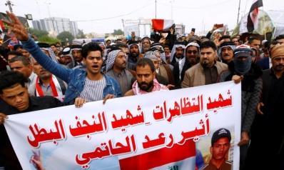عقب يوم دموي بالعراق.. السيستاني يدعو البرلمان للتحرك والصدر يطالب الحكومة بالاستقالة