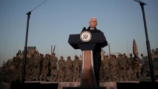 نائب الرئيس الأميركي يزور قواته والأكراد بالعراق ويستثني مسؤولي بغداد