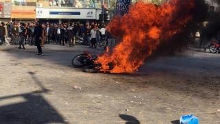 """احتجاجات إيران.. تقارير عن سقوط عشرات القتلى وخامنئي يعلن """"دحر العدو"""""""