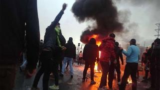 خامنئي يقرّ بخطورة الاحتجاجات في إيران