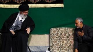 خامنئي والحرس الثوري الإيراني.. من يحتمي بالآخر؟