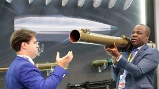 ماذا لدى روسيا تقدمه للأفارقة سوى السلاح