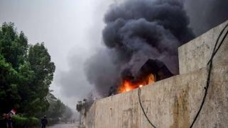 نيران الغضب العراقية تشعل مكاتب أحزاب موالية لإيران في ذي قار