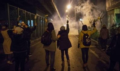 الشباب الإيرانيون يهربون من العقوبات إلى ملاهي وأسواق تركيا