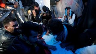 شاهد- الأم الحنون للمحتجين.. هكذا تُقتل وتعتقل المسعفات في العراق
