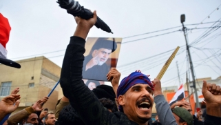 تبعية مقتدى الصدر لإيران تخرج إلى العلن