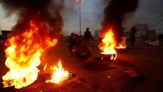 عشية انتهاء مهلة المتظاهرين.. مواجهات عنيفة قرب ساحة الاحتجاج في بغداد