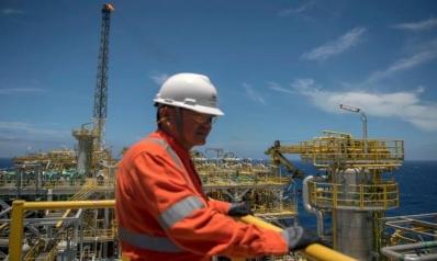 """""""كورونا"""" يُربك أسواق العملات والمعادن… والنفط يرتفع"""