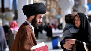 إيران تعدّ للهيمنة على حوزة النجف بعد رحيل السيستاني