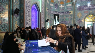 بدء فرز الأصوات بإيران وترجيح فوز المحافظين بأغلبية مقاعد البرلمان