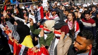 رغم إدانة السيستاني قمع المحتجين.. سقوط جرحى بتجدد المواجهات في بغداد قبل 9 ساعات