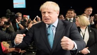 جونسون يتجه لعرض صفقة تجارية متشددة مع أوروبا