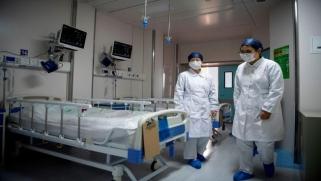 """""""الصحة العالمية"""" تطالب بالحذر بشأن كورونا: جميع السيناريوهات مطروحة"""