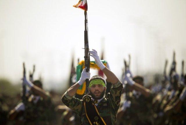 القادة الإيرانيون مستمرون بالموت في العراق