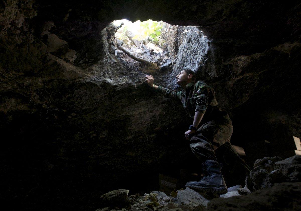جولة داخل المخابئ والكهوف السرية التي يستخدمها الثوار والأسر السورية