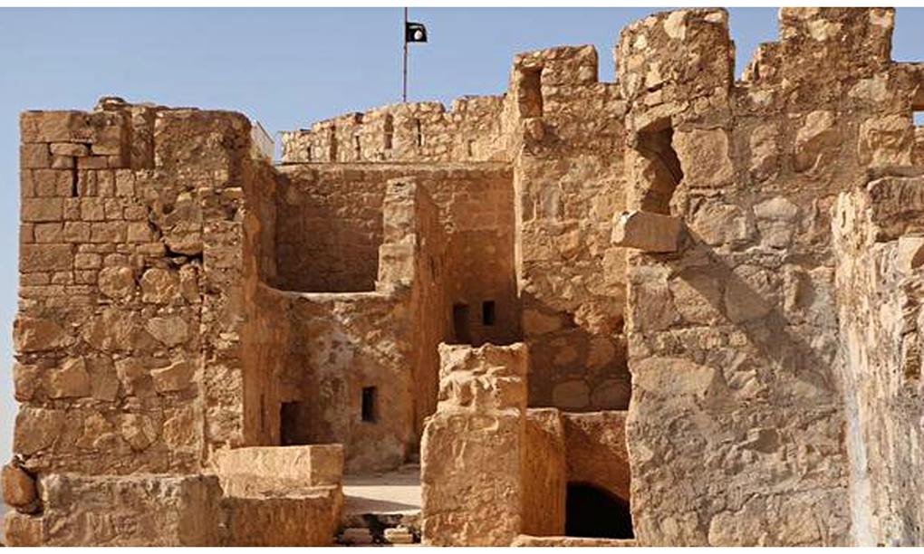 Islamic State flag flying over Palmyra castle
