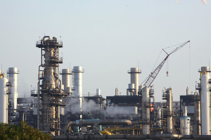 A view of a liquefied petroleum gas refinery in Arzew near the western city of Oran July 30, 2007. REUTERS/Zohra Bensemra (ALGERIA) - RTXDFMM