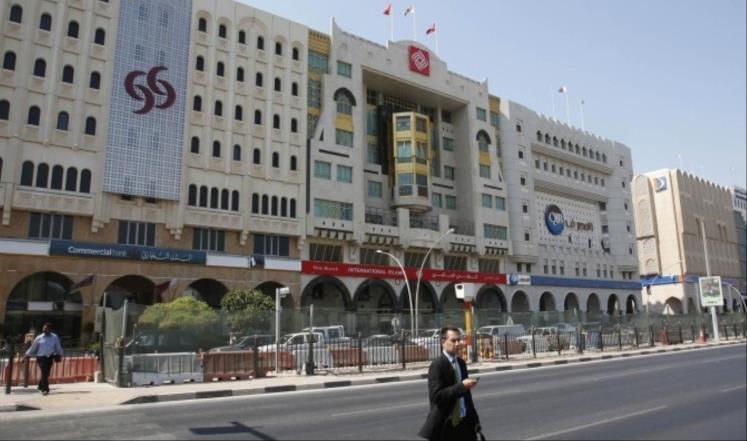 تأثير النفط الرخيص ينتقل إلى بنوك الخليج