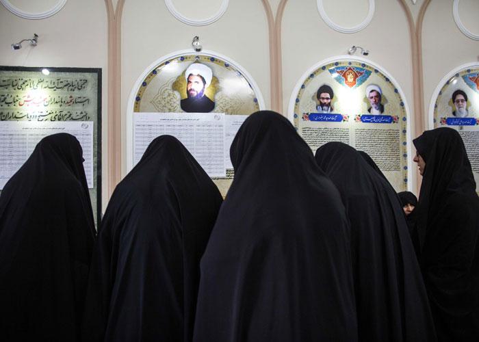 الدولة الدينية لم تفقد سطوتها على الدولة السياسية في إيران