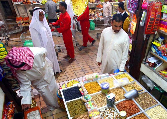 الوافدون محور جدل متصاعد في الكويت