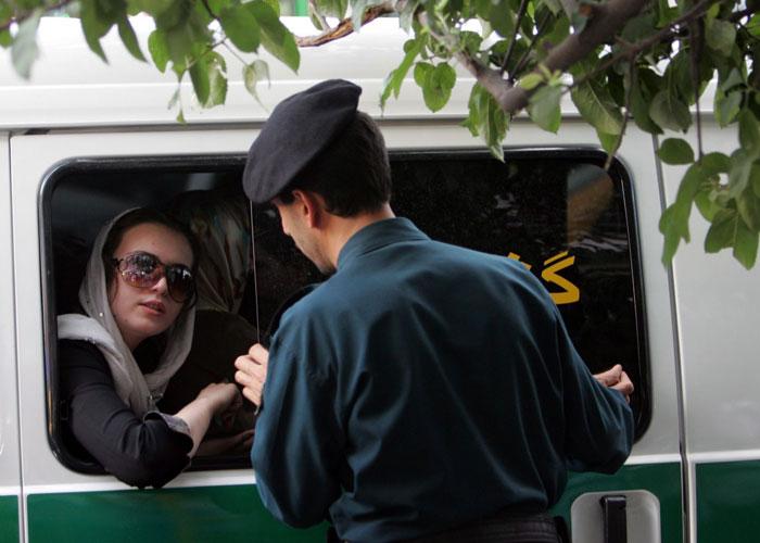إيران تستبق الانتخابات باعتقالات واسعة