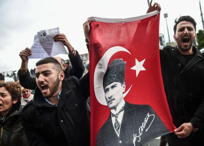 فوز أردوغان في الاستفتاء لا يهمش مكاسب المعارضة التركية