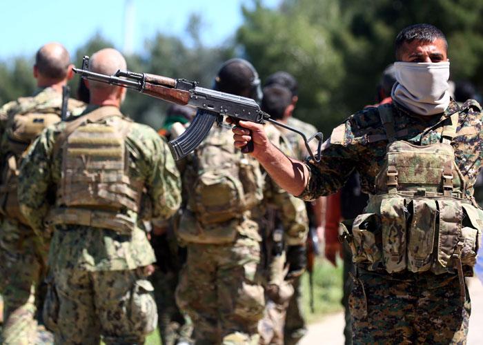 أكراد سوريا: ليس معقولا أن نحارب في الرقة وظهورنا مكشوفة لتركيا