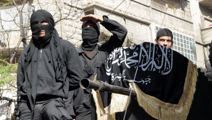 """تنظيم """"القاعدة"""" يشرع في ابتلاع المعارضة السورية"""