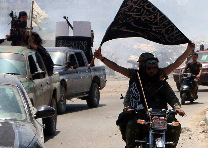 القاعدة تكتسح تعز تحت مظلة جماعة الإخوان