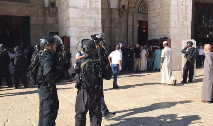 الشرطة الإسرائيلية والمستوطنون يقتحمون المسجد الأقصى