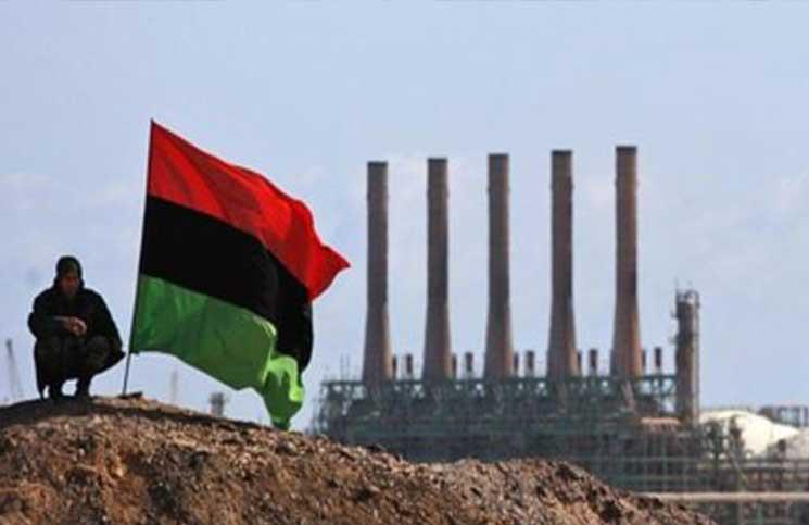 مسلحون متحالفون مع حفتر يتسببون بإغلاق ثلاثة حقول نفطية في ليبيا