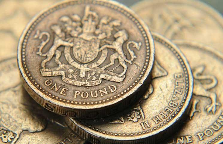 صعود الإسترليني مع تعثر الدولار