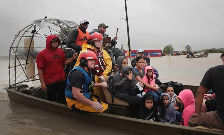 """ست وفيات """"قد تكون مرتبطة"""" بالاعصار هارفي في ولاية تكساس"""