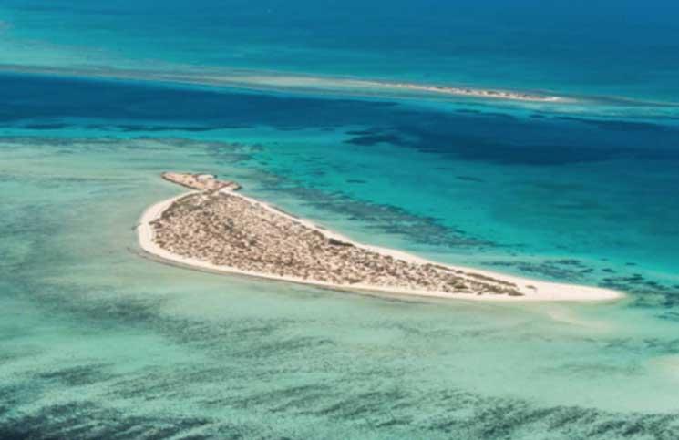 ولي العهد السعودي يعلن خطة لمشروع سياحي في البحر الأحمر