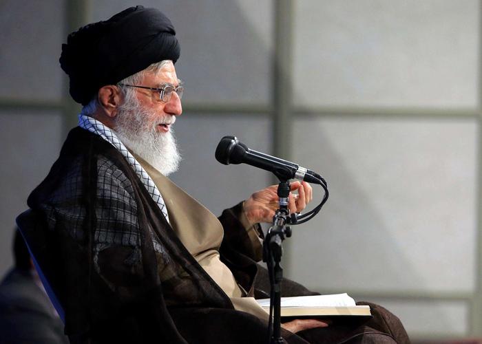 خامنئي يهدد بالرد على أي إجراء ضد الاتفاق النووي
