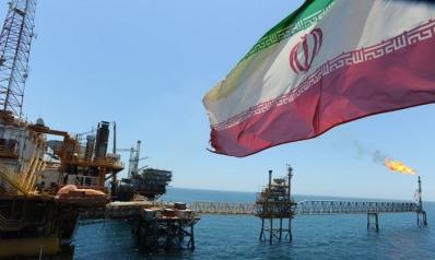 إيران تغري زبائن نفطها الآسيويين تحسبا لفرض عقوبات أميركية