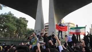 معضلة النظام في إيران: انهاء الاحتجاجات بالقوة أو بالاقناع