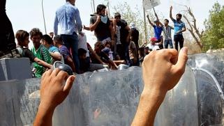 موقف إيراني ملتبس يظهر في خلفية انتفاضة جنوب العراق