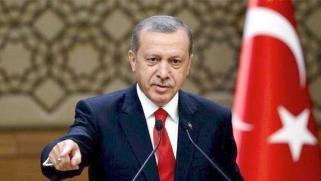 في الذكرى الثانية لمحاولة الانقلاب… أردوغان يعزز سيطرته على الجيش بفرض أغلبية مدنية في قيادته