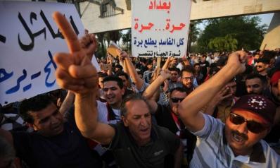 ساسة العراق يتفادون تبعات الأزمة بعرض أنفسهم كقوى تفكير في حلّها