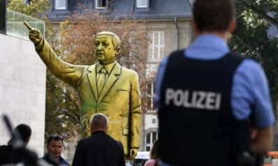 السلطات الألمانية تزيل تمثالا لأردوغان أثار احتجاجات