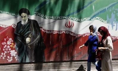 التعنت الإيراني يفاقم أزمة البلاد سياسيا ويغرقها اقتصاديا