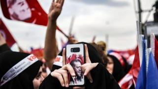 آيفون يتحول إلى رمز لمعاداة الولايات المتحدة في تركيا